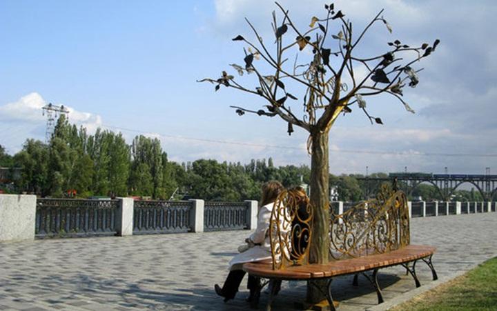 Скамья влюбленных и Дерево счастья Днепра