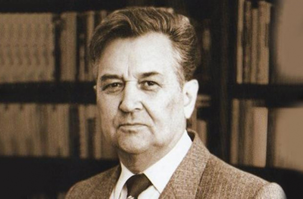 Писатель Олесь Гончар